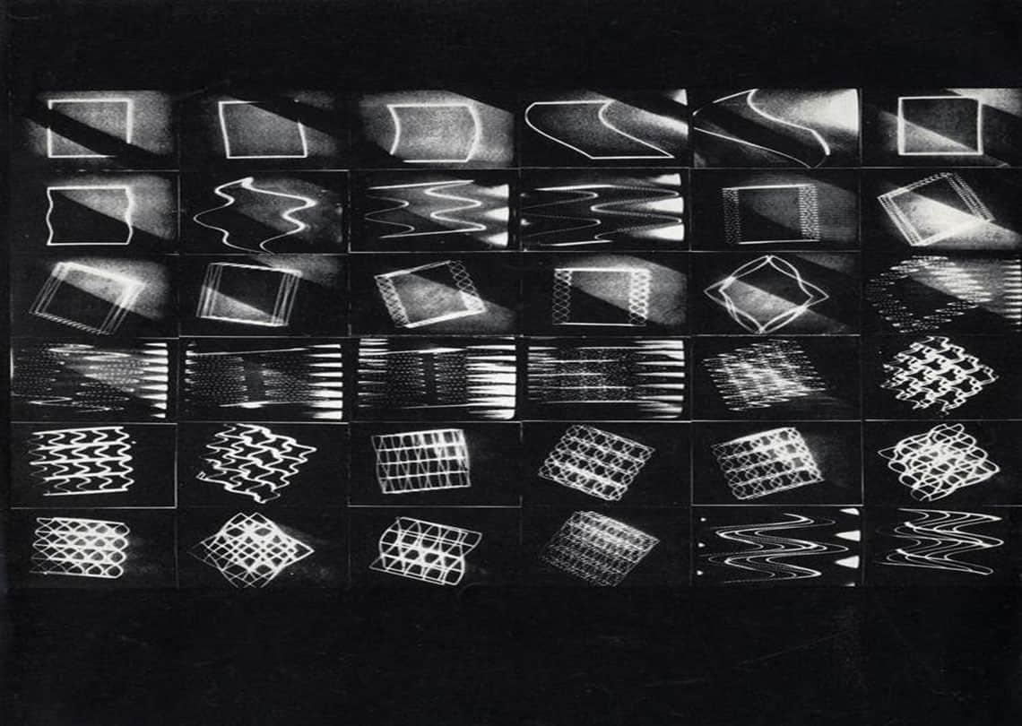 <em>Stills</em> dal video <em>Vobulizzazione e bieloquenza NEG</em>, Giorgio Colombo e Vincenzo Agnetti, b/n, sonoro, 1970. Il video è stato mostrato durante <em>Telemuseo. Una mostra + un dibattito in circuito chiuso televisivo</em>, in occasione di Eurodomus 3 (Triennale di Milano, 14-24 maggio 1970). Il procedimento tecnico impiegato nell'opera è molto simile a <em>Vobulizzazione</em> (b/n) di Colombo mostrata in occasione di <em>Gennaio '70</em>.