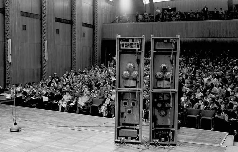 Karlheinz Stockhausen, Prima di GESANG DER JÜNGLINGE, 30 maggio 1956, WDR Cologne. © karlheinzstockhausen.org