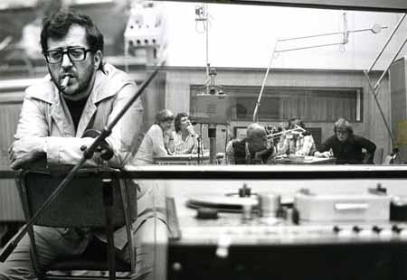 Luciano Berio alla Radio di Hilversum durante le prove di <em srcset=