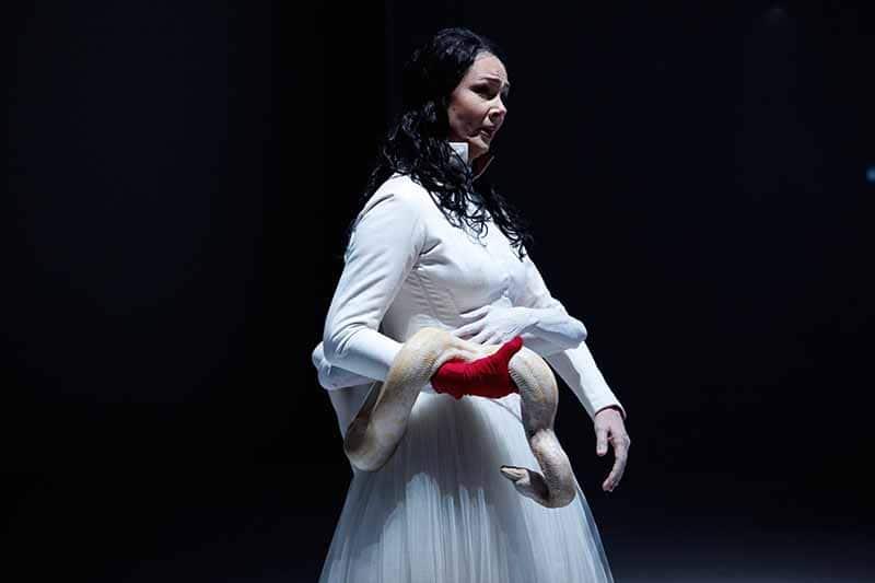 Kundry in <em>Parsifal</em> di Richard Wagner, regia di Romeo Castellucci, Bologna 2014. © Photo Luca del Pia