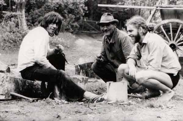 Ryszard Cieślak, Waldemar Graczyk detto 'Dziadek' e Aleksander Lidtke in Brzezinka, primi anni Settanta. Foto di Andrzej Paluchiewicz.