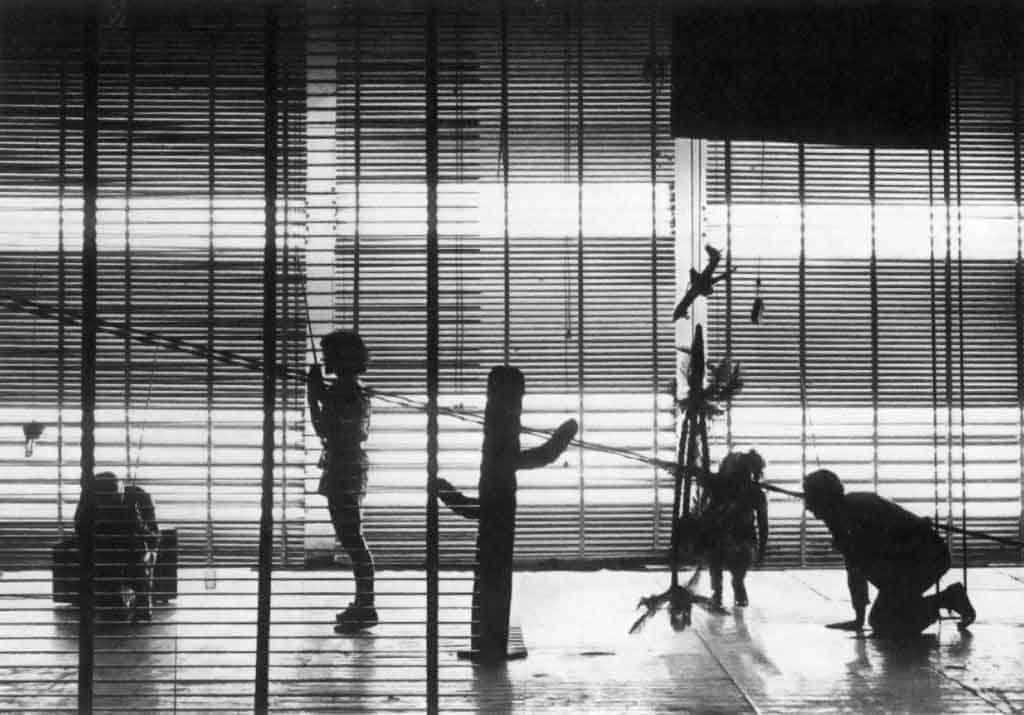 Magazzini Criminali, «Crollo nervoso», performance, 1980. Foto di Piero Marsili.