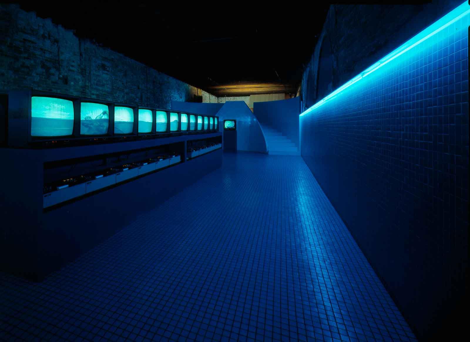 Studio Azzurro, «Il nuotatore (va troppo spesso ad Heidelberg)», videoambiente, Palazzo Fortuny, Venezia, 1984. Archivio Studio Azzurro.