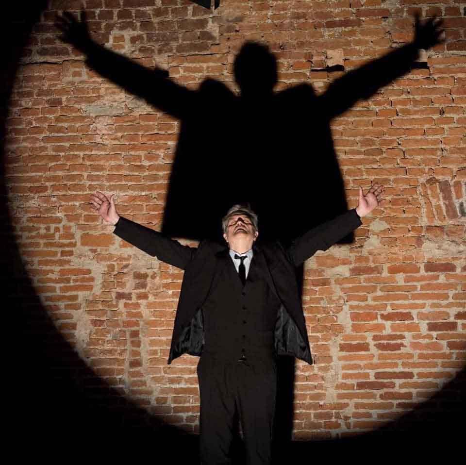 «Conversazione con la morte», dal testo di Giovanni Testori, regia di Mino Manni, foto di Alessandro Saletta.
