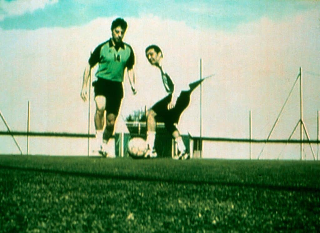 "Cesare Viel, Luca Vitone, La partita di pallone, 2001, video, col. son., 2'15"", still (courtesy degli artisti)."