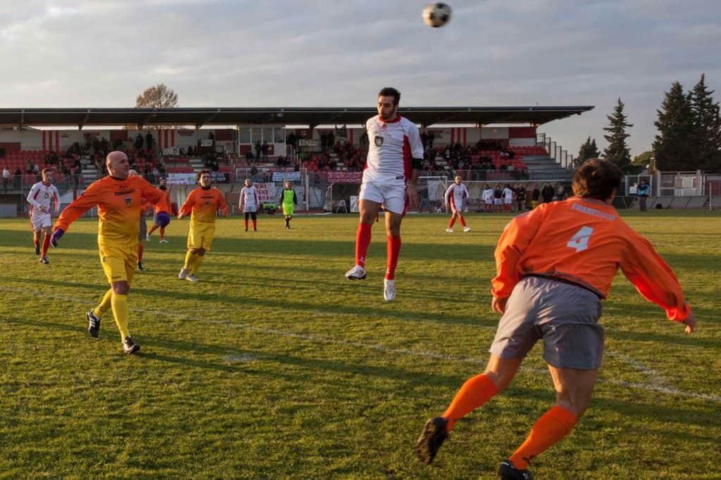 Danilo Correale, The Game – una partita di calcio a tre porte, 2013, Stadio Gino Manni, Colle Val d'Elsa. Fotografia: Maurizio Esposito (courtesy della Fondazione Ermanno Casoli).
