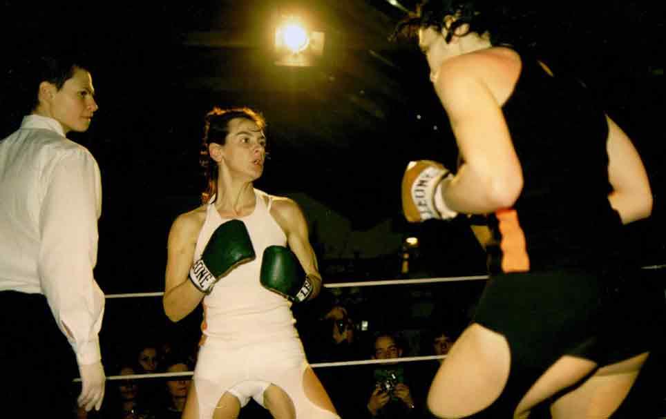 Giovanna Ricotta, Ring, 2002, francescadonatistudio, Milano. Fotografia: Andrea Spotorno (courtesy dell'artista e di Silvia Grandi).