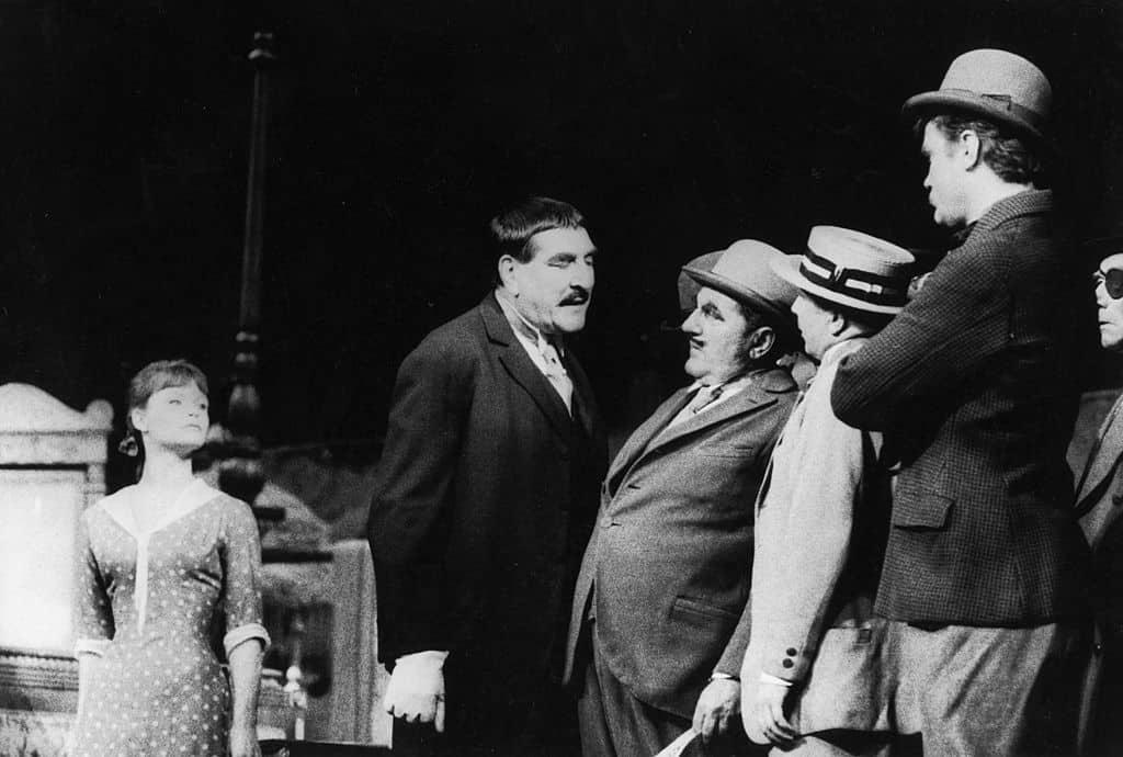 Bertold Brecht, L'Opera da tre soldi, 1928, foto di Erich Auerbach/Getty Images.