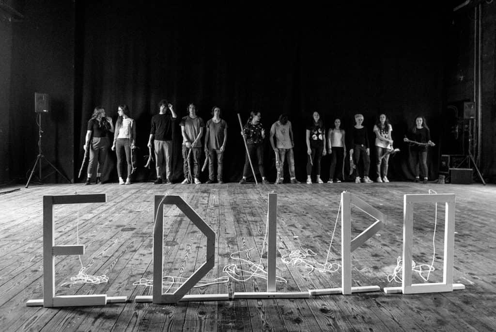 Una scena dello spettacolo Edipo sveglia il tempo di Chiara Guidi. Foto di Nicolò Gialain.