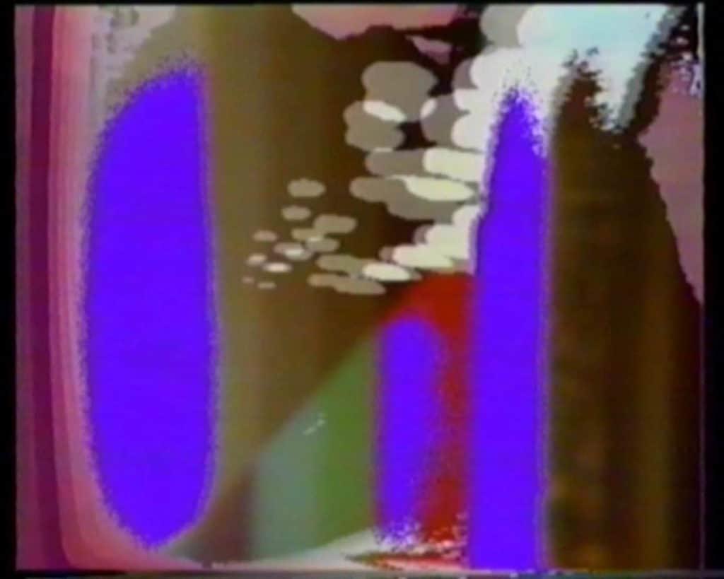 """Forme elaborate dall'artista e utilizzate come """"matrici di innesco"""" per il <em>feedback</em>. Frame tratto dal video <em>C'era una volta un re</em>."""