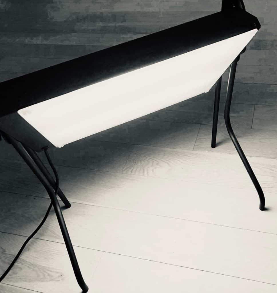 Light therapy box. Un esempio di dispositivo illuminante utilizzato in luce terapia.