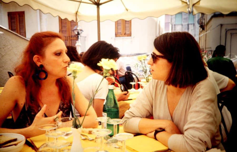 Alessandra Cigala, Luciana Rogozinski, 1990. Foto di Enrico Cocuccioni. Rassegna internazionale video d'autore. Taormina.