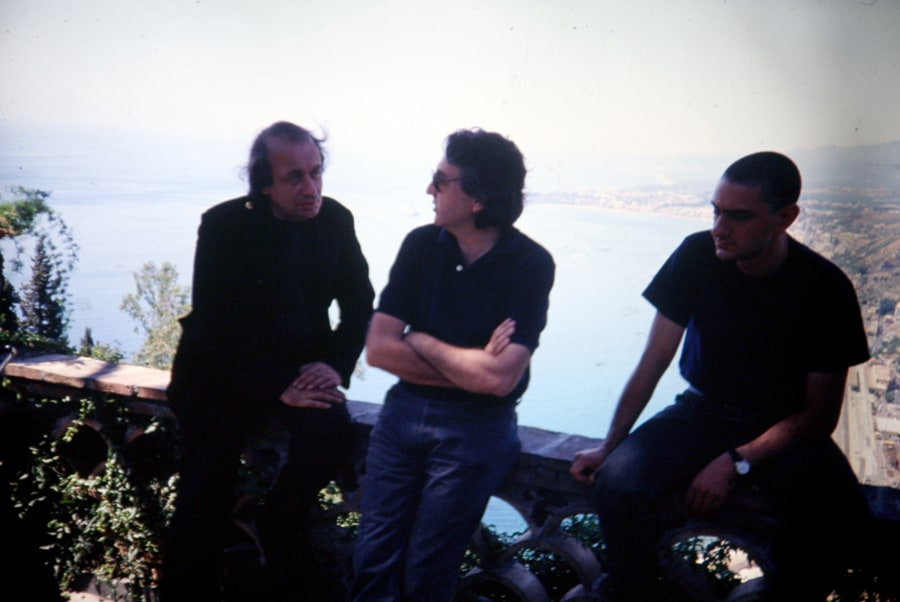 Vito Acconci, Antoni Muntadas e Alfredo Pirri, 1991. Foto di Gianfranco Mantegna. Rassegna internazionale video d'autore. Taormina.