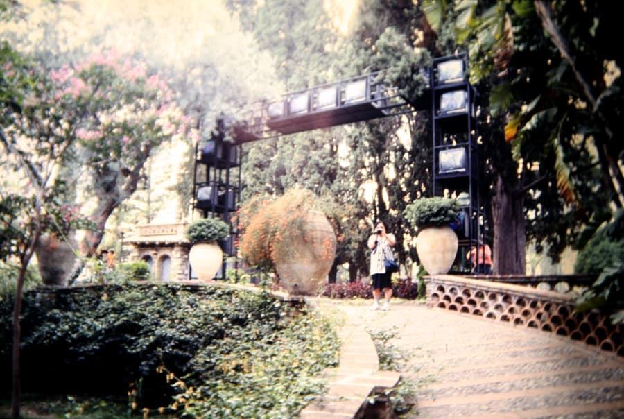 Shigeko Kubota. The culture gate. 1990. Foto di Enrico Cocuccioni. Rassegna internazionale del video d'autore. Taormina.