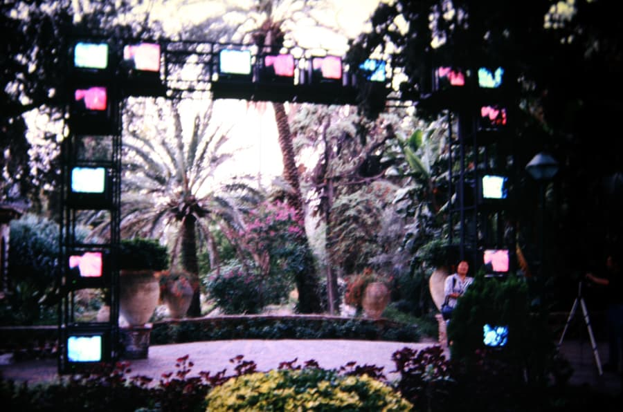 Shigeko Kubota. The culture gate. 1990. Foto di Gianfranco Mantegna. Rassegna internazionale del video d'autore. Taormina.