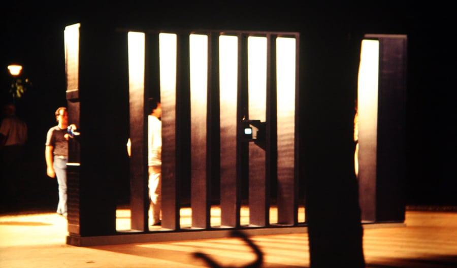 Maurizio Camerani. Soglia. 1991. Foto di Enrico Cocuccioni. Rassegna internazionale del video d'autore. Taormina.