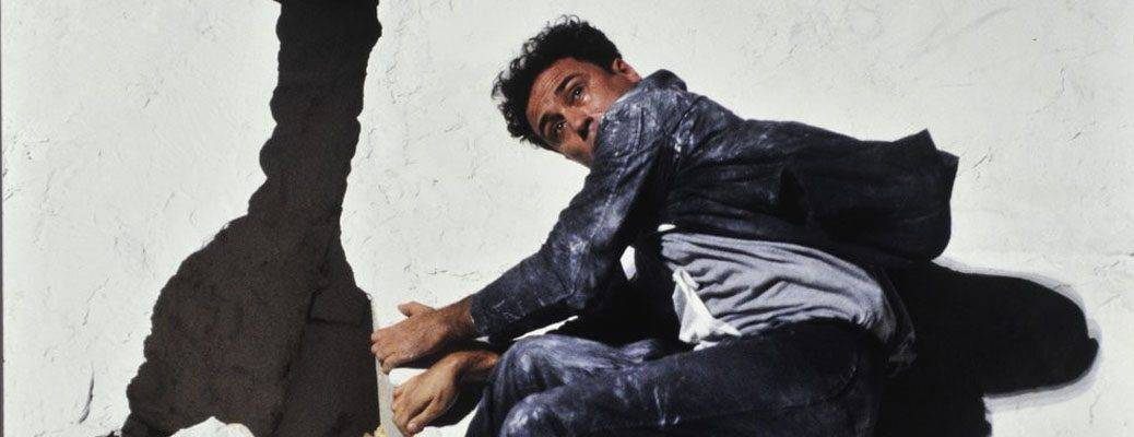 Giorgio Barberio Corsetti. Descrizione di una battaglia. 1988. Foto di Daniel Cande. Pubblicata su 'gallica.bnf.fr / Bibliotèque nationale de France'