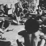 Living Theatre. Paradise Now. 1968. Il rito dello studio (la rivoluzione delle forze riunite). Foto di Carla Cerati, Roma. Pubblicata in «Sipario», n 268-269, Agosto-Settembre, 1968.