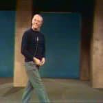 Dario Fo. Mistero Buffo. 1969. Frame video. Riprese del 1977 alla Palazzina liberty di MIlano. Dal DVD «Il teatro di Dario Fo. Mistero Buffo», l'Espresso-la Repubblica, 2010.