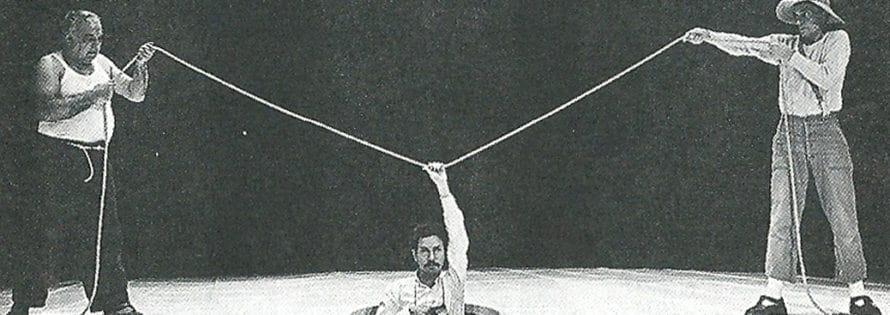 Remondi e Caporossi. Pozzo. 1978. Il cieco scompare leggendo in braille i nomi dei presenti.