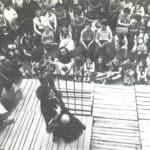 Giuliano Scabia. Il Gorilla Quadrumàno. 1974. Rappresentazione in piazza a Novi Modena. Foto di Amanzio Fiorini di Nismossa.