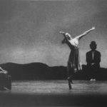 Carolyn Carlson, Raffaella Giordano, Roberto Castello in «Underwood». Foto Lissi, Como. Pubblicata in Elisa Vaccarino, 'Altre scene, altre danze', Einaudi editore, Torino 1991.