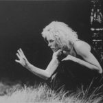 Carolyn Carlson in «Dark». Pubblicata in Elisa Vaccarino, 'Altre scene, altre danze', Einaudi editore, Torino 1991