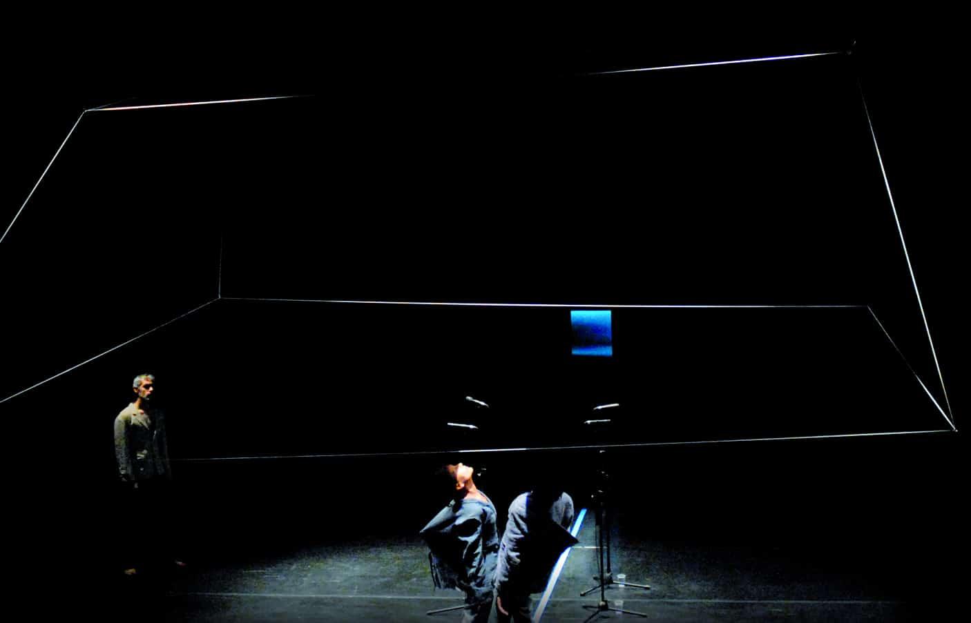 Tam Teatromusica, deForma*, 2007-2009, particolare momento di deForma'07, foto di Michele Sambin, Archivio Tam in Dvd, Vol. III, n. 18, Padova, Edizioni Tam, 2010.