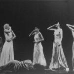 Compagnia Teatro Danza La Fenice in «Chalk Work», coreografia di Carolyn Carlson. Foto Peterle, Torino. Pubblicata in Elisa Vaccarino, 'Altre scene, altre danze', Einaudi editore, Torino 1991