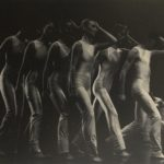 Compagnia Teatro Danza La Fenice in «Undici Onde», coreografia di Carolyn Carlson. Foto Zanetti, legnano. Pubblicata in Elisa Vaccarino, 'Altre scene, altre danze', Einaudi editore, Torino 1991