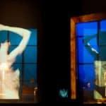 Città di Ebla.The dead. 2012. Donna allo specchio in primo piano e sullo sfondo donna che si sveste. © foto di Gianluca