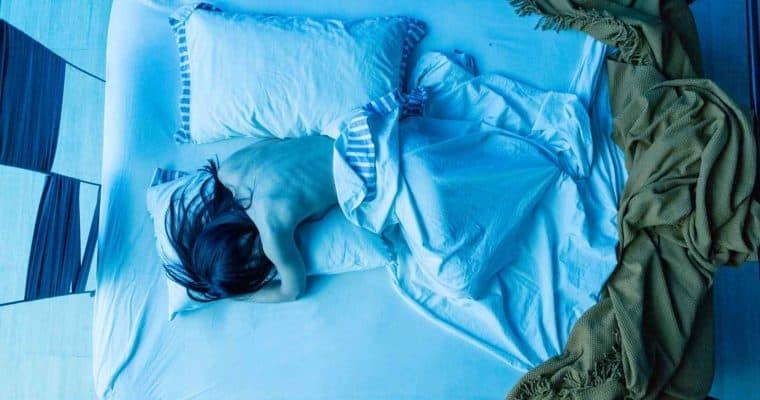 Città di Ebla.The dead. 2012. Donna che dorme con coperta verde. © foto di Luca di Filippo.
