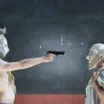 Socrate il soravvissuto. Anagoor. 2016. Primo piano di Socrate e Vitaliano Caccia con pistola stretta. Foto di © Giulio Favotto
